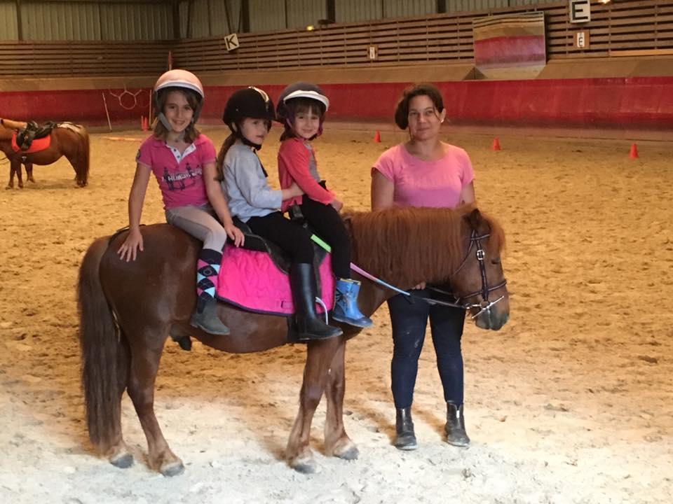 3 enfants à poney